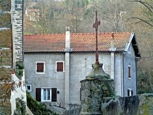Le bourg de Villeneuve, son église